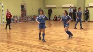 Справжні дівчата грають у футбол