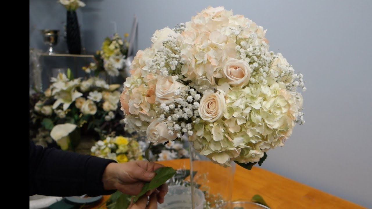 How to make a tall vase centerpiece with white hydrangea and roses how to make a tall vase centerpiece with white hydrangea and roses solutioingenieria Gallery