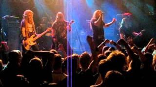 Mokoma - Itken silmät päästäni  (live @ Sakara Tour 2010)