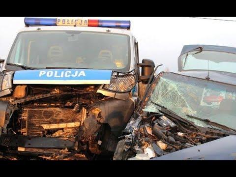 Policyjny pościg. Czterech rannych policjantów trafiło do szpitala