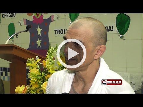 Ator João Signorelli apresenta peça Gandhi, Um Líder Servidor em Guaxupé
