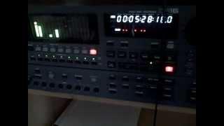 AKAI DR16 MULTITRACK DIGITAL RECORDER VGA EXAMPLE 3 (recording a track)