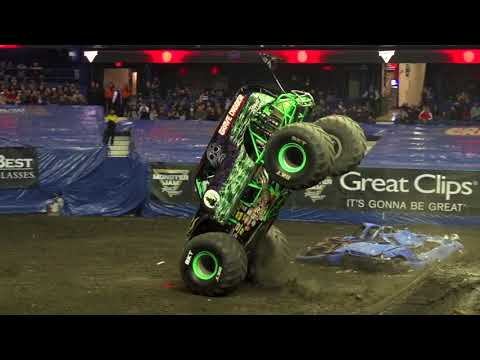 Grave Digger driver Tyler Menninga wins the 2018 Triple Threat Series Central Championship