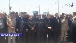 بالفيديو والصور.. محلب وعدد من الوزراء يشيعون جنازة «عبد القادر حاتم» من مسجد المشير طنطاوى