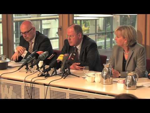 Peer Steinbrueck stellt den SPD-Investitionspakt vor
