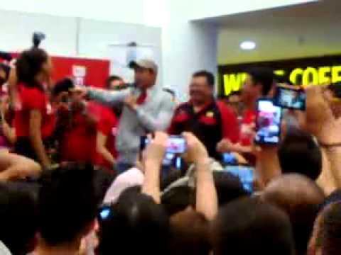 Aaron Aziz nyanyi lagu Ombak Rindu - YouTube