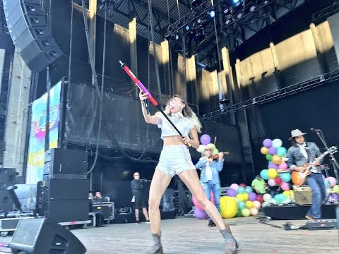 Miley Cyrus performing at the 1035 KTU event 'KTUphoria Beauty'