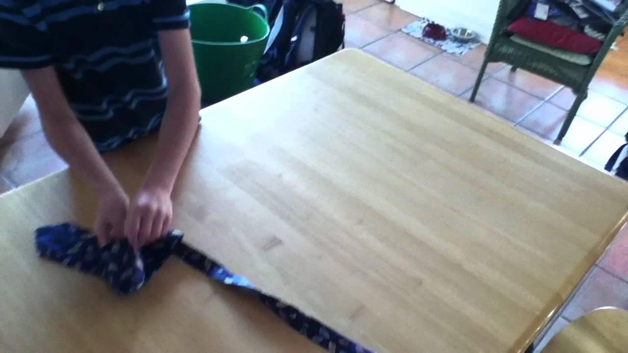 faire un noeud de cravate sur une table youtube. Black Bedroom Furniture Sets. Home Design Ideas