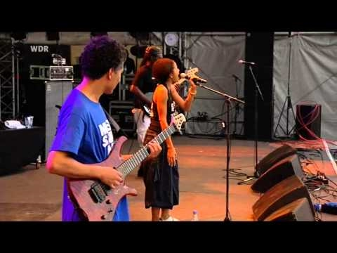 Nneka - The Uncomfortable Truth (Live)