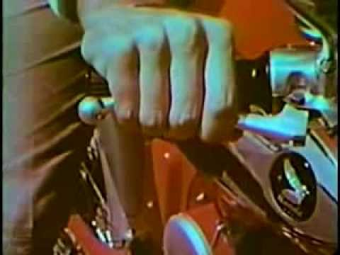 Grappige Honda viertakt instructiefilm  / Funny Honda four stroke safety instruction film