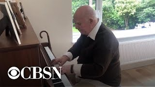 79-year-old with dementia remembers song he wrote decades ago, plays it on piano for son