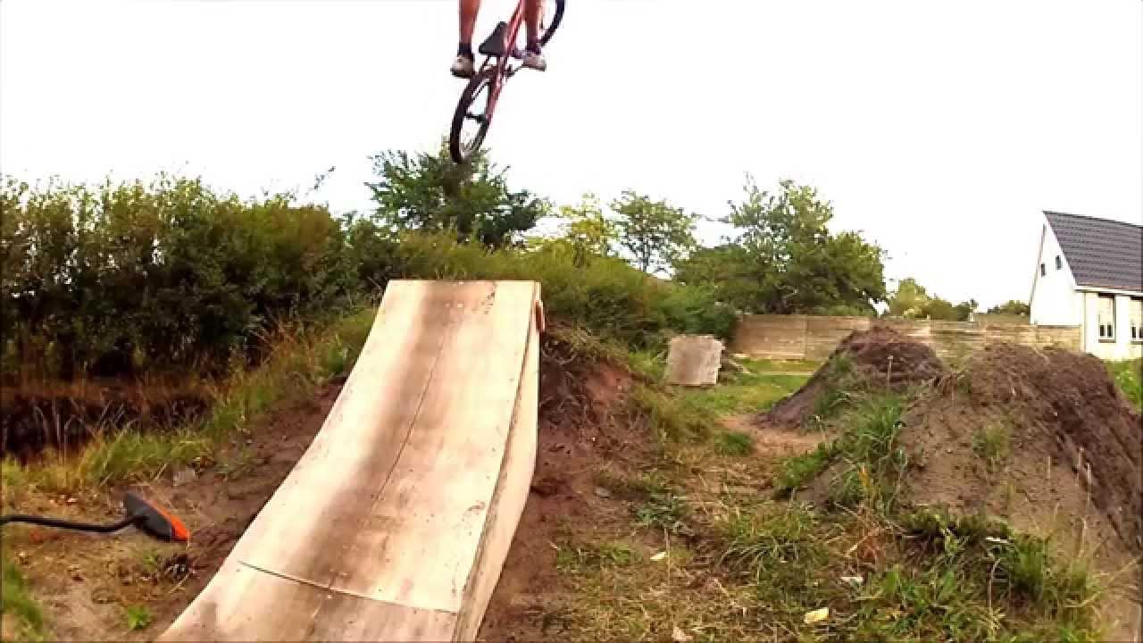 Bmx backyard - Dirt jumps - YouTube