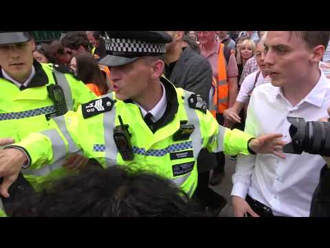 Stampede and scuffles as Jeremy Corbyn leaves demo in London