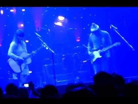 "ANGUS & JULIA STONE "" AND THE BOYS & SANTA MONICA DREAMS "" Casino de Paris 09 12 2014"