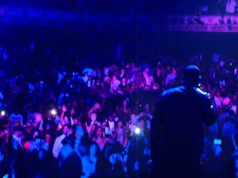 R. Kelly perfoms at Masonic Temple New Years Eve