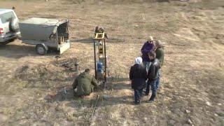 Абиссинский колодец.Видео снято нашим заказчиком Абиссинской скважины, со стороны.(Абиссинский колодец получился на 13 метрах. Честно говоря мы не ожидали, что нас будут снимать, но получилось..., 2015-03-13T11:10:50.000Z)