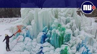 Enorme 'boom' van ijs staat in tuin van Amerikaanse familie