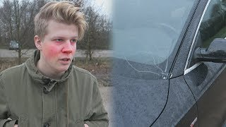 Iemand heeft illegaal vuurwerk op mijn auto gegooid...