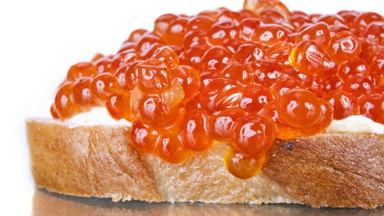 бутерброд с красной икрой фото