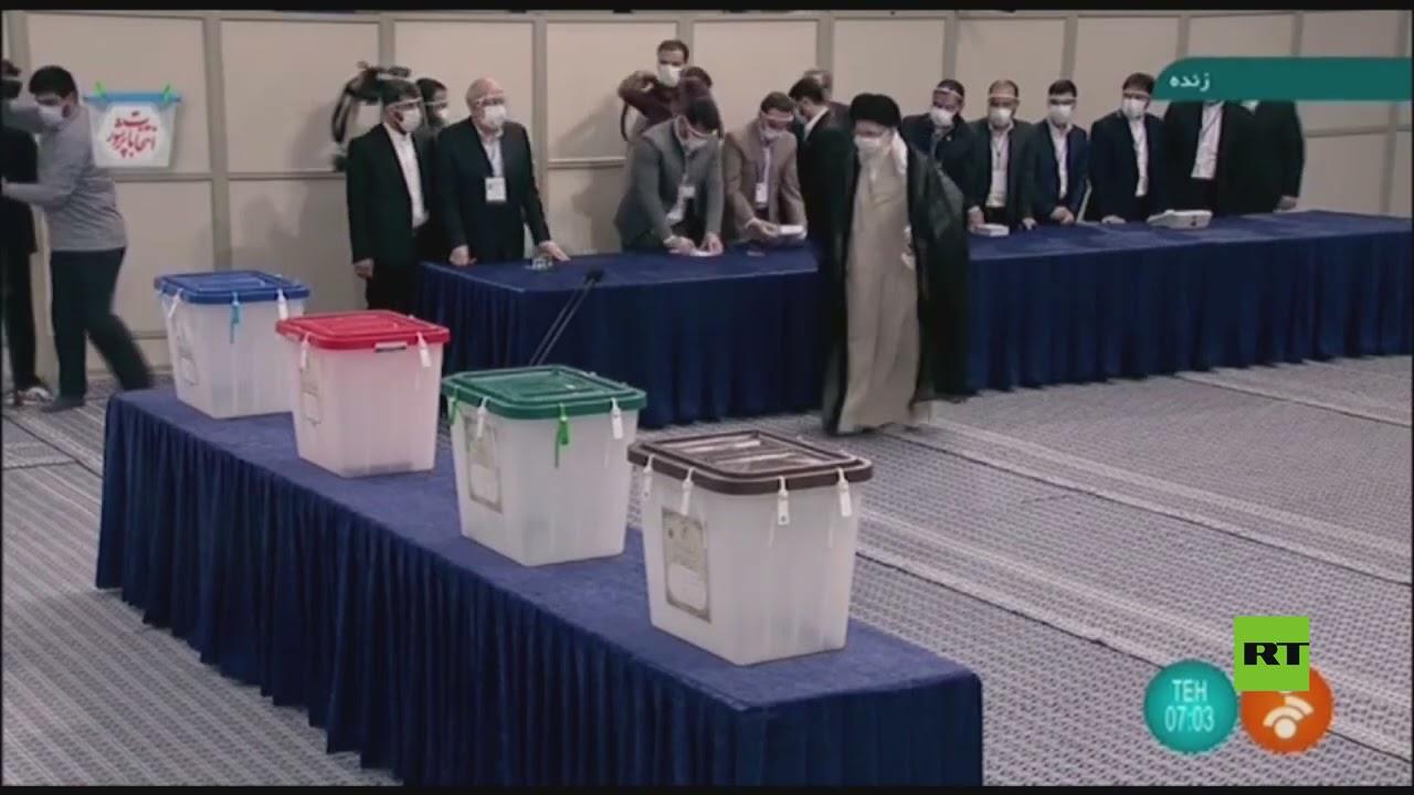 المرشد الأعلى الإيراني علي خامنئي يدلي بصوته في انتخابات الرئاسة الإيرانية  - 13:55-2021 / 6 / 18