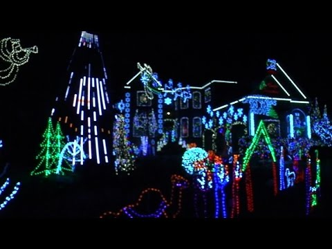 Christmas lights synced to Frozen's Let It Go in Atlanta at ...