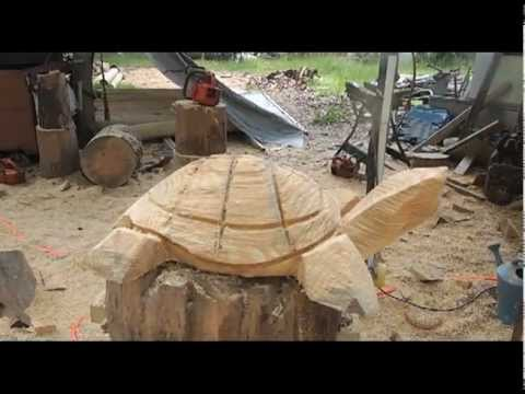 Chainsaw Guru Carving A Turtle - YouTube