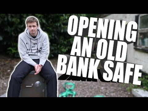 Opening A 35 Year Old Bank Safe - It's Not Empty!