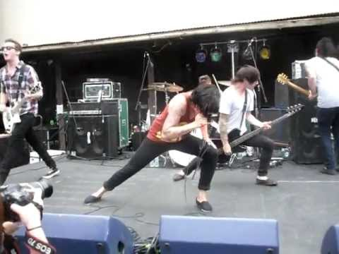 Captain Tyin' Knots - Sleeping With Sirens (Live)