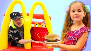 Ruby & Bonnie pretend play with happy meal drive thru food toys