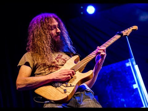 Guthrie Govan - Wonderful slippery thing (best solo performance)