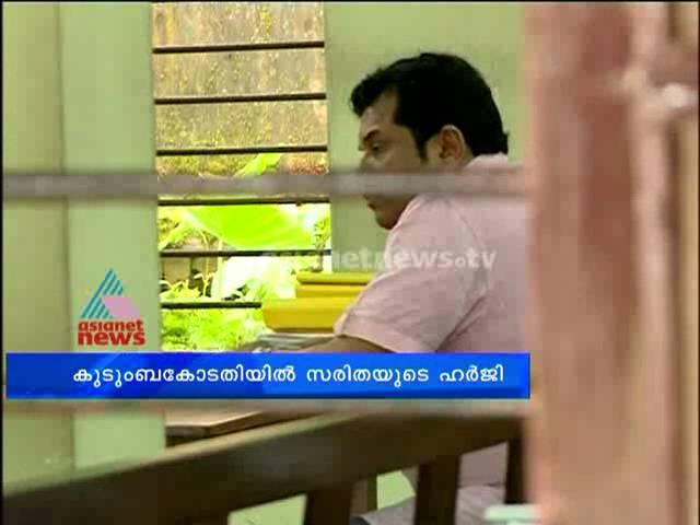 Actor Mukesh and his first wife actress Saritha in Eranakulam family court