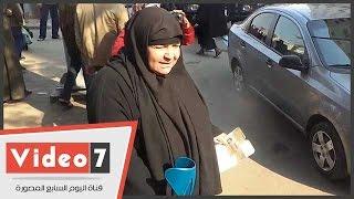 """بالفيديو..محافظ القاهرة يتجاهل طلب مسنة .. والسيدة :""""مش هيرد على فقيرة زيى"""""""