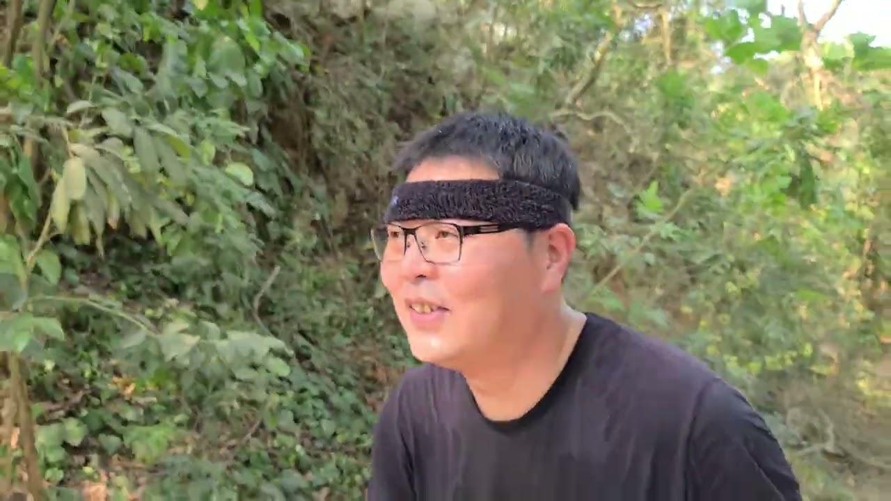 爬柴山的杏仁哥(第二集)看見了高雄的空汙嚴重問題。