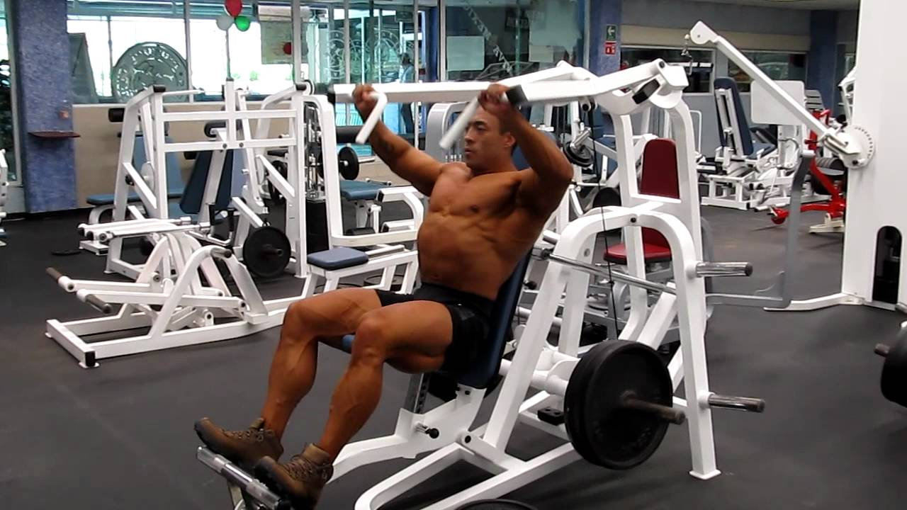 Aparato para press pectorales inclinado movimiento for Aparatos de gym