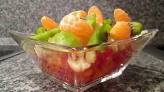 Необыкновенно вкусный фруктовый салат из мандарина, яблока, киви и хурмы. Быстро и просто. Секреты