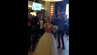 Сотникова поймала букет невесты на свадьбе Волосожар