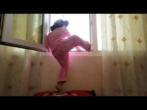 لن تتخيل كيف حمى الله هذه الطفلة من السقوط من الطابق العاشر ! شاهد المفاجئة