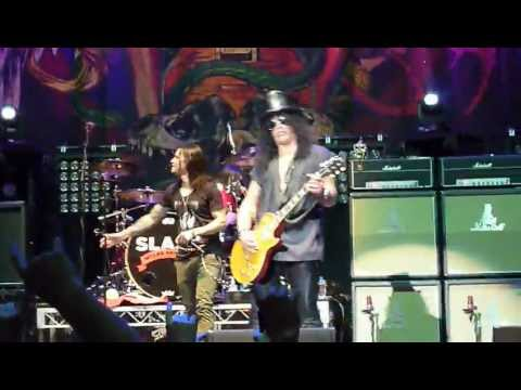 Slash & Myles Kennedy and The Conspirators – Crazy Life