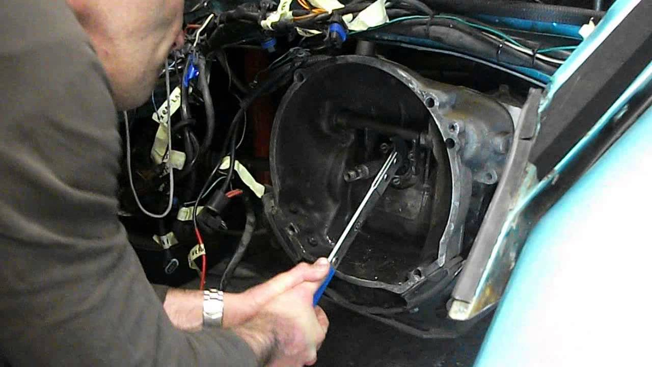 VW beetle gearbox mainshaft / input shaft seal removal