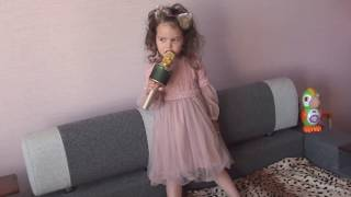 маленькая певица