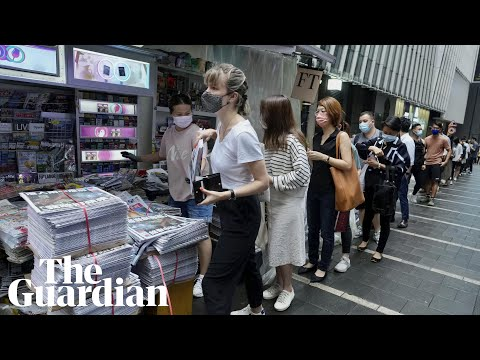 Large crowds queue in Hong Kong for final Apple Daily edition