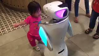 Funny robot dancing with a little girl (pizza hut robot)