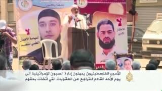 120 أسيرا فلسطينيا يواصلون إضرابهم لليوم الثالث
