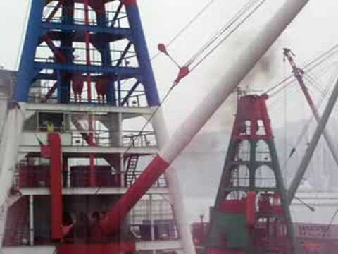 hong kong port crane