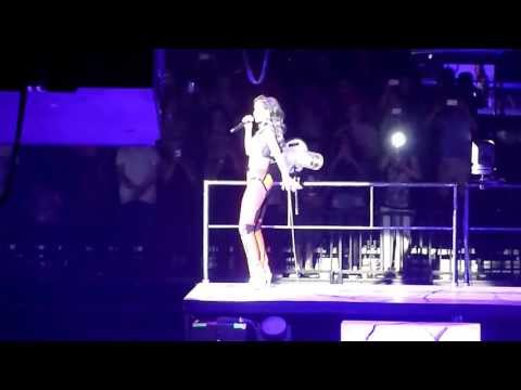 Rihanna - Umberella - Live At The Lg Arena, Birmingham, Thurs 18th July 2013