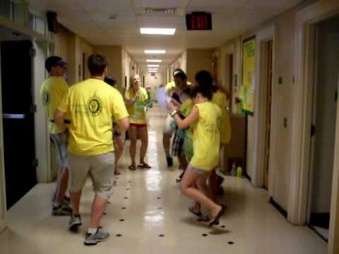 William U0026 Mary Move In Day 2009: Monroe Hall OA Dance Party!!!   YouTube