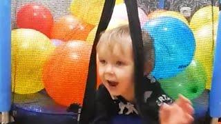 Детский батут с шариками, развлечения для детей Прыгаем на батуте(, 2016-05-24T14:44:43.000Z)