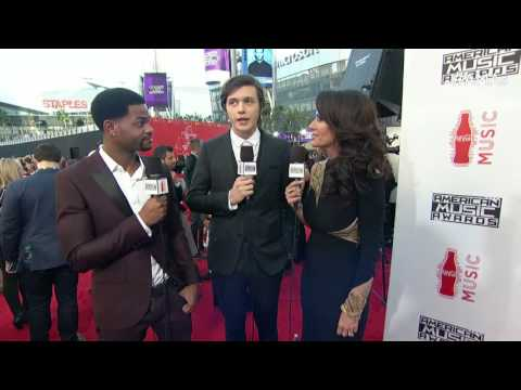 Nick Robinson Red Carpet Interview - AMAs 2015