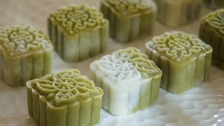 Matcha Snowy Mooncakes with Red Bean Filling 抹茶红豆冰皮月饼