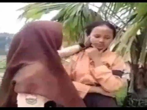 Berita 12 September 2015   VIDEO Siswi Berseragam Pramuka Pukuli Teman Sendiri   Bencana Kabut Asap